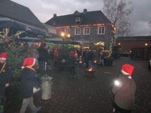 Pfadfinder von Sirius auf dem Weihnachtsmarkt in Köln Brück